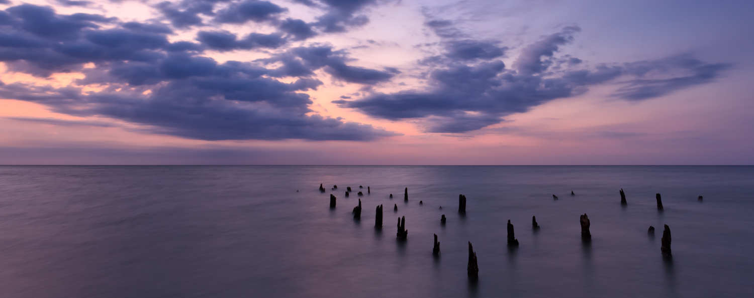 Sunset view of the ocean in pinks and purples